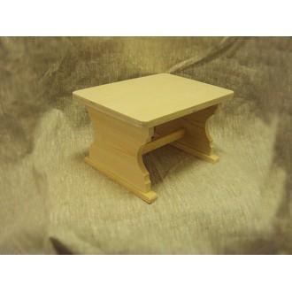 Стол из дерева кукольный 550-1