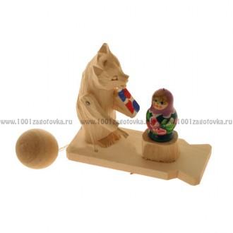 """Деревянная богородская игрушка """"Мишка красит матрешку"""""""
